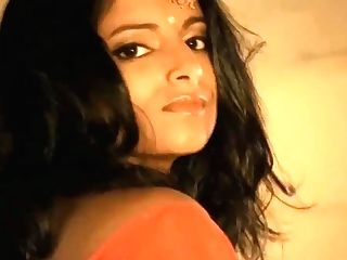 """""""diva From India Sexy Cougar De-robe Taunt"""""""