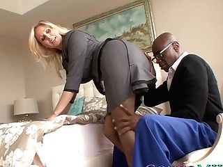 Good Looking Mummy Julia Ann Blacked By A Draped Stallion