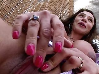 Chesty Colombian Mummy Ariella Ferrera Shows Her Neatly Trimmed Pubic Hair