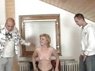 Two Delivery Fellows Share Matures Stunner