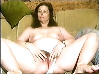 Annette Van De Venn Is Widely Opened Her Moist Vulva On The Sofa