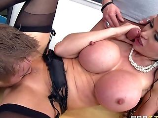 Eva Karera Is A Supah Sexy Educator With Absolutely Amazing